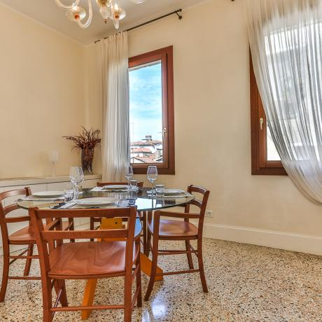 The elegant dining room at Ca' dell'Angelo apartment