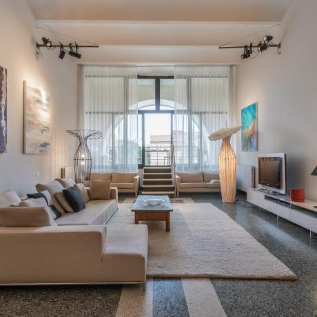 The huge living room at Giudecca Gallery apartment