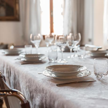 Have a lovely family meal at San Provolo apartment