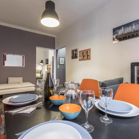 The colourful dining table at Ca' Isabella apartment
