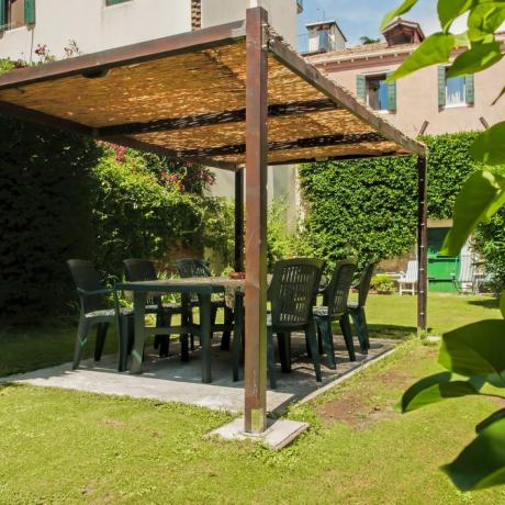 The pergola at San Vio Giardino apartment