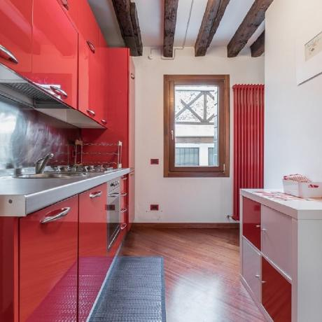 Colourful kitchen at Corte Zappa apartment