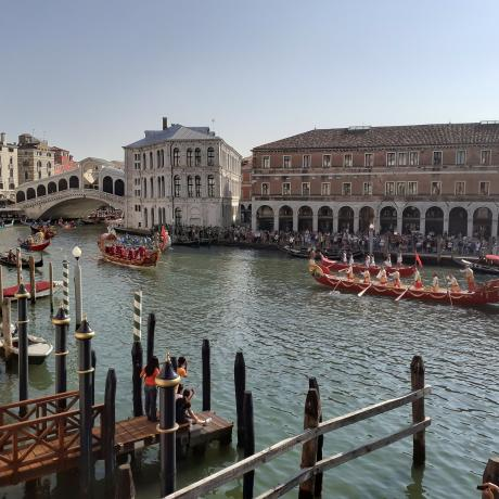 Enjoy the sight of the Regata Storica, the Grand Canal and Rialto Bridge from your windows!