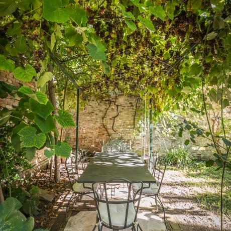 The nice dining table under the vine at Alice Garden apartment in Venice by Luxrest Venice