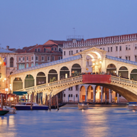 A charming sight of Rialto Bridge in Venice at sunset